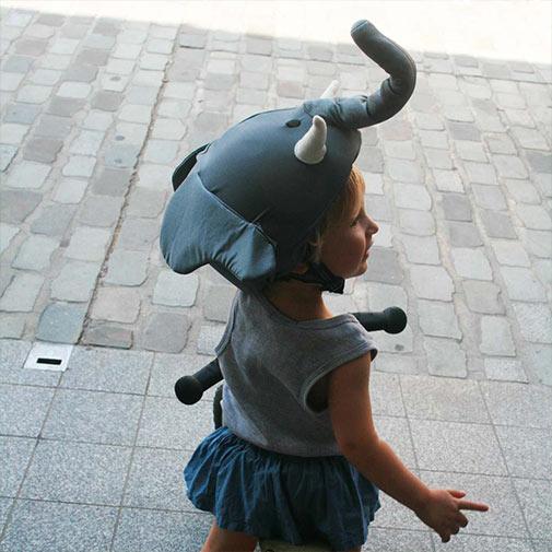 Funda casco forma de Elefante para patinete