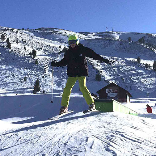 Funda casco Universal de Rana usada en Ski salto