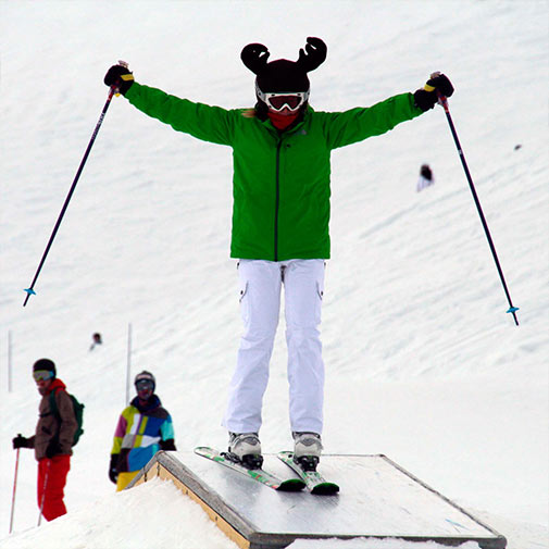 Funda casco con forma de Reno usada en esquí