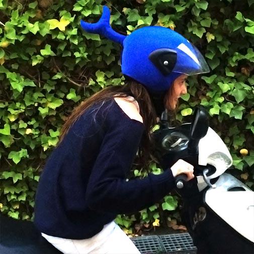 Funda casco con forma de Ballena usada con MOTO
