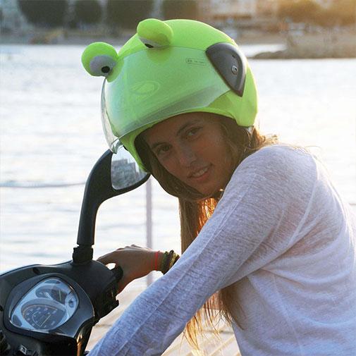 Funda casco de Rana usada con Scooter