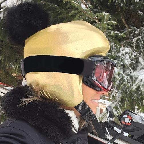 Funda casco dorado pon-pon derecha