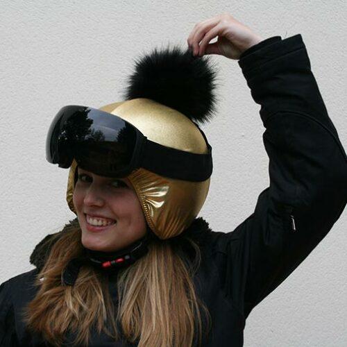 Funda casco dorado pon-pon negro