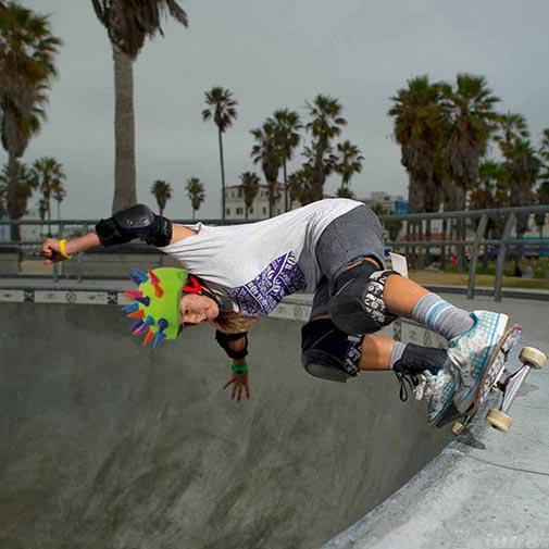 Funda casco Cuernos neón skate