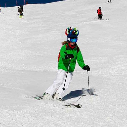Funda casco Randy esquiando
